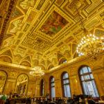 Das prachtvolle Café im alten Pariser Kaufhaus