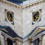 Nahaufnahme des Glockenturms der St.-Stephans-Basilika