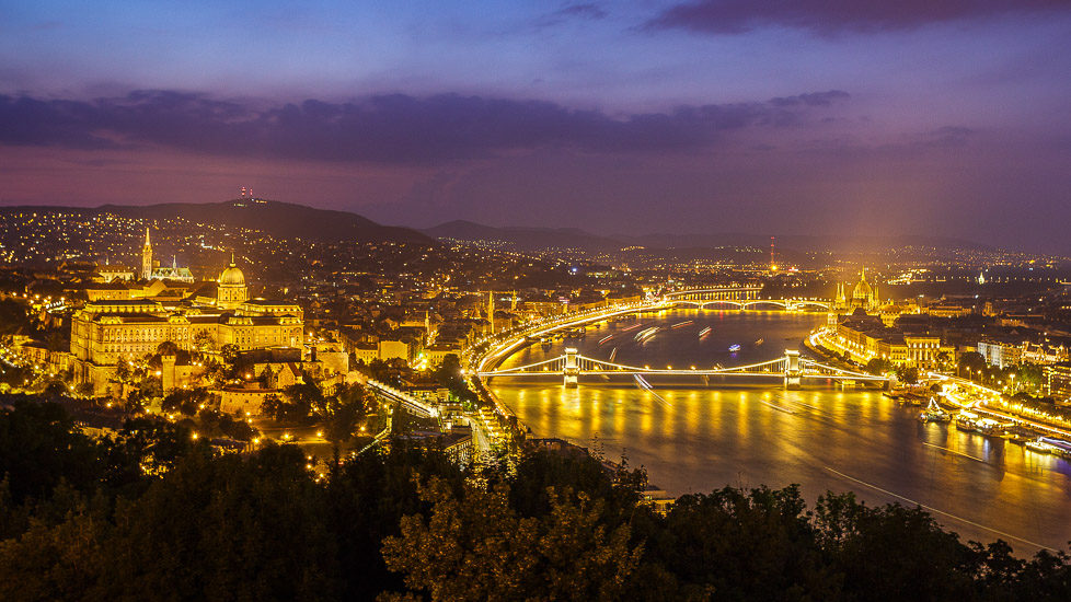 Blick auf Budapest nach Sonnenuntergang