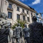Figuren aus Metall in der Fußgängerzone von Budweis