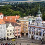 Blick vom Schwarzen Turm auf das Rathaus auf dem Marktplatz von Budweis