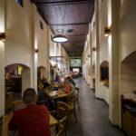 Innenansicht der Brauereigaststätte Masné krámy