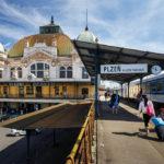 Hauptbahnhof Pilsen vom Bahnsteig aus gesehen