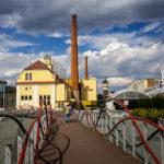 Fußgängerweg in die Altstadt mit Blick auf die Brauerei Pilsner Urquell
