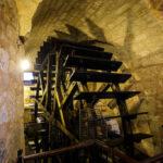 Wasserrad in den Pilsner historischen Kellern