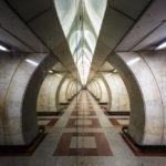 Spiegelung in der Metro-Station Andel