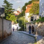 Der Weg bergab in die Altstadt