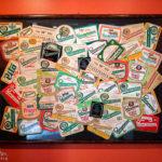 Verschiedene Etiketten in der Brauerei Staropramen