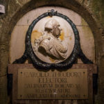 Das Karl-Theodor-Relief zu Ehren seiner Bemühungen beim Ausbau der Stollen