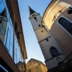 Spiegelung der Stadtpfarrkirche