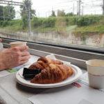 Croissants im Bordrestaurant des Hochgeschwindigkeitszugs TGV