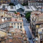 Die Markthalle Marché des Capucins vom Turm der Basilika Saint Michel aus gesehen
