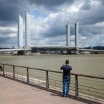 Blick auf die Pont Jacques-Chaban-Delmas vom Quai de Bacalan aus gesehen