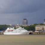 Das Kreuzfahrtschiff Seabourn Legend (bekannt aus dem Film Speed 2) liegt im Hafen von Bordeaux