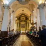 Blick in die Jesuitenkirche während einer Messe