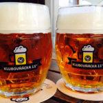 Zwei Krügerl hausgebrautes Bier im Restaurant Ventúrska Klubovňa