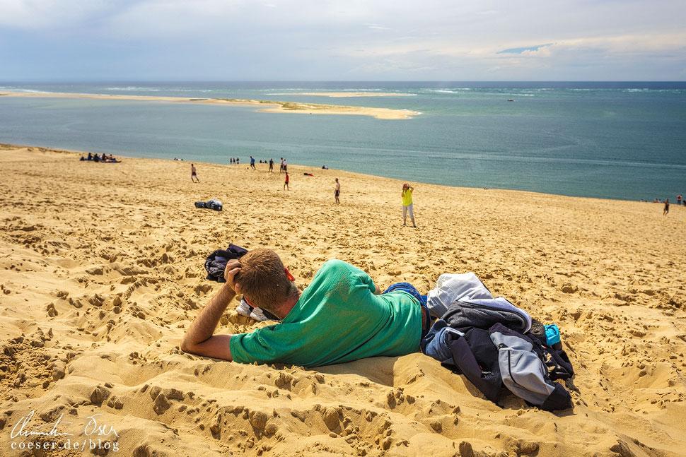 Der warme Sand auf der Wanderdüne lädt zum Verweilen ein