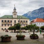 Der Rathausplatz in Bad Reichenhall. Gleich links vom Rathaus befindet sich das Bürgerbräu