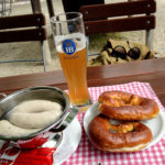 Weißwurstfrühstück in der historischen Gaststätte Sankt Bartholomä