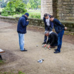 Einheimische während des Kugelspiels Pétanque