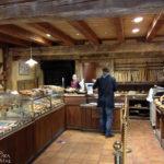 Blick in die typisch französische Bäckerei La Boulangerie D'antan (19 Rue de Verdun)
