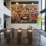 Modernes Gemälde im Empfangsbereich der ÖBB Unternehmenszentrale in Wien