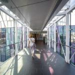 Verbindungsgang zwischen den beiden Gebäuden des OMV Headoffice in Wien
