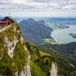 Blick von der Schafbergspitze auf die Schutzhütte Himmelspforte und den Mondsee