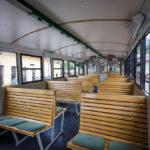 Innenansicht eines Waggons der Schafbergbahn