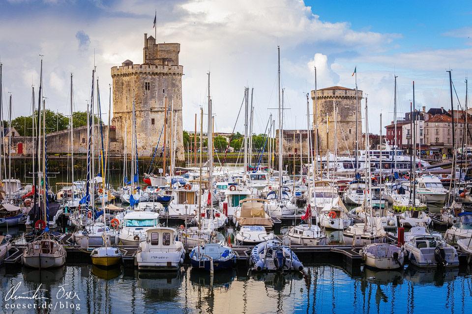 Ein echtes Postkartenmotiv: Das Hafenportal mit zahlreichen Booten davor