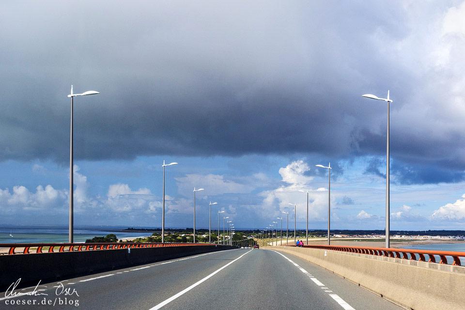 Fahrt über die mautpflichtige Brücke auf die Insel Île de Ré