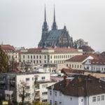 Blick auf den Petrov-Hügel mit der Kathedrale St. Peter und Paul