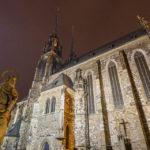 Abendlich beleuchtete Kathedrale St. Peter und Paul