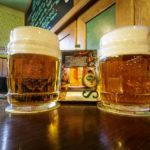 Zwei Krügerl DRAK in der Gaststätte der Brauerei Starobrno (Pivovar Starobrno)