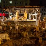 Holzkrippe auf dem Weihnachtsmarkt Freiheitsplatz (Náměstí Svobody)