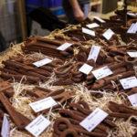 Werkzeuge aus Schokolade auf dem Weihnachtsmarkt im Park Moravské náměsti