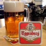 Ein helles Bier in der Gaststube der Brauerei Eggenberg