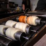 Baumkuchen Trdelník auf dem Ofen in der MLS Crêperie