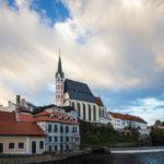 Die St.-Veit-Kirche und der Fluss Moldau