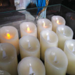 Wenig stimmungsvolle künstliche Kerzen in der St.-Veit-Kirche