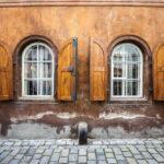 Fassade eines historischen Hauses in der Altstadt