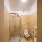 Das Bad in meinem Zimmer in der Penzion Teddy