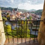 Blick auf die Altstadt aus einer kleinen Nische innerhalb des Schlossgeländes