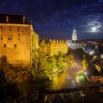 Vollmond über der Altstadt und dem Schloss Český Krumlov