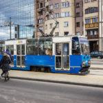 Der robuste polnische Straßenbahntyp Konstal 105N verleiht Krakau ein liebevolles Ostblockfeeling