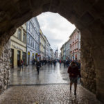 Der Durchgang des Florianstors mit Blick auf die Straße Florianska