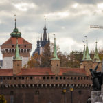 Blick auf die Barbakane und das Florianstor von außerhalb der Altstadt