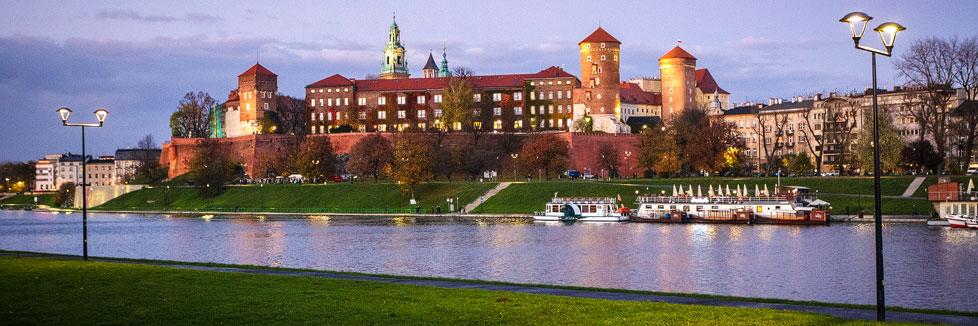 Der beleuchtete Wawel in Krakau