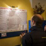 "Speisekarte in der Milchbar (Bar mleczny) ""Pod Temidą"" an der Adresse Grodzka 43"