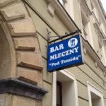 """Eingang der Milchbar (Bar mleczny) """"Pod Temidą"""" an der Adresse Grodzka 43"""